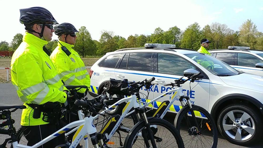 Муниципальная полиция Праги перешла на электрические велосипеды