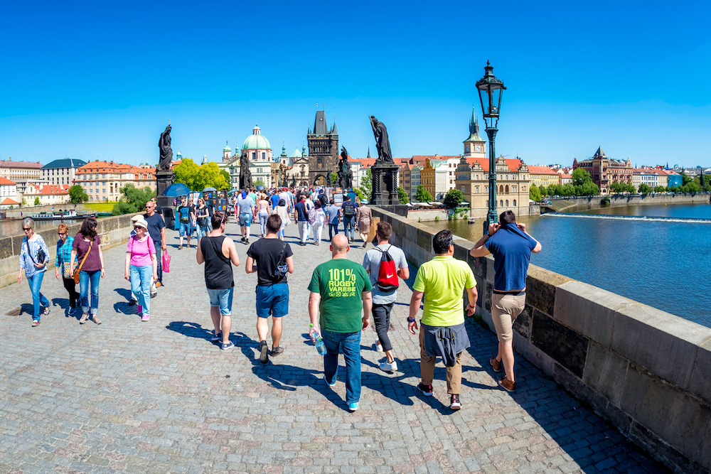Количество иностранных туристов в Чехии в 2020 году снизилось в 2 раза