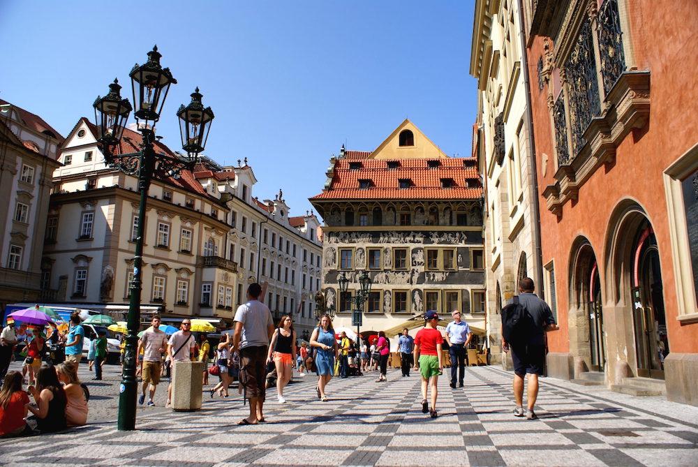 Прага планирует привлечь туристов скидками на проживание и запустить туристический трамвай